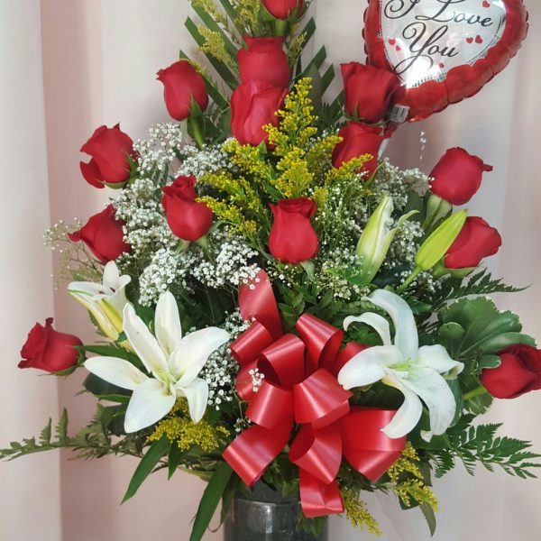 triangle-roses-and-lilies-65